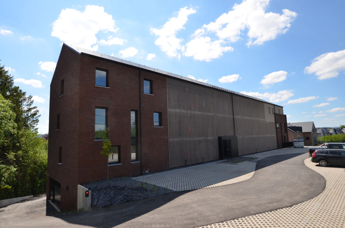 Rez-de-chaussée : appartement nr 5 de 90 m2 avec terrasse surplombant le jardin